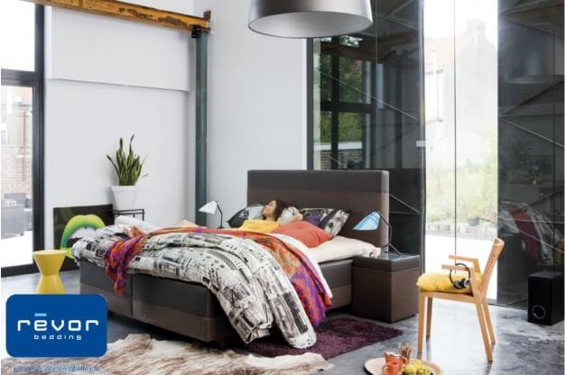 zweifarbiges Bett