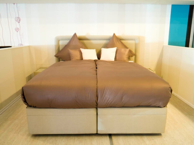 boxspringbetten k ln revor bei moonlight. Black Bedroom Furniture Sets. Home Design Ideas